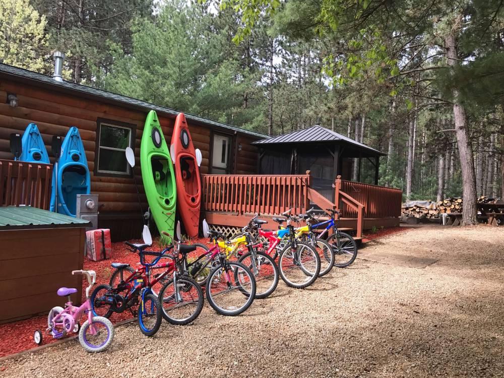 Lilikoi Resort comes with kayaks and bikes.